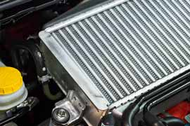 Vista de cerca de un radiador de carro